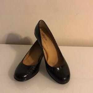 Women's Black Croc Pump Shoes.